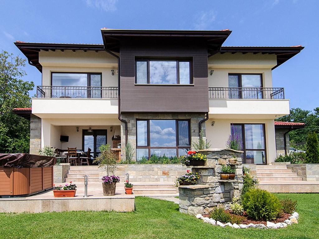"""Победителят във """"Фасада на годината 2017"""" е еднофамилна жилищна сграда в с. Борики"""
