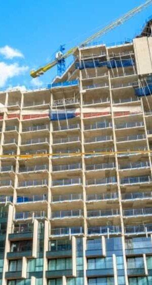Британският строителен сектор иска използването на незапалими строителни материали във високите сгради