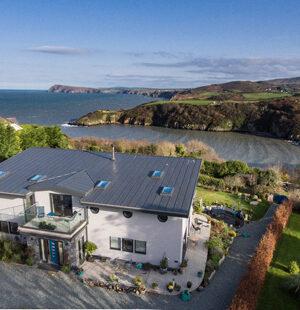 Изолацията играе основна роля при изграждането на енергийно ефективен, крайбрежен дом
