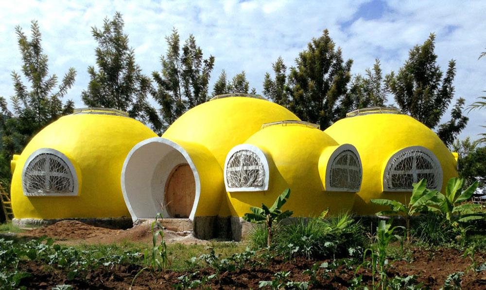 Жълти куполни къщички за сираците в Кения