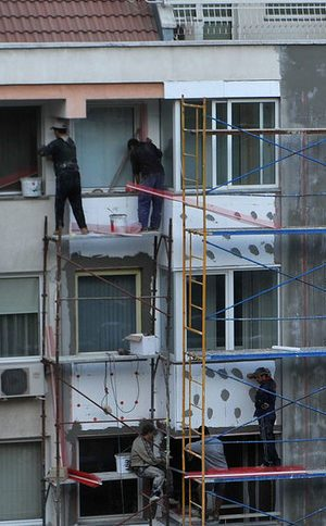 След 3 години саниране държавата затяга контрола върху поставянето на врати и прозорци
